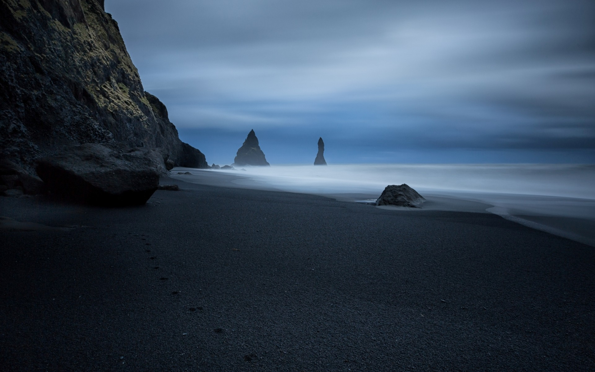 Res: 1920x1200, Traces of the animal on the black sand beach wallpapers and images -  wallpapers, pictures, photos
