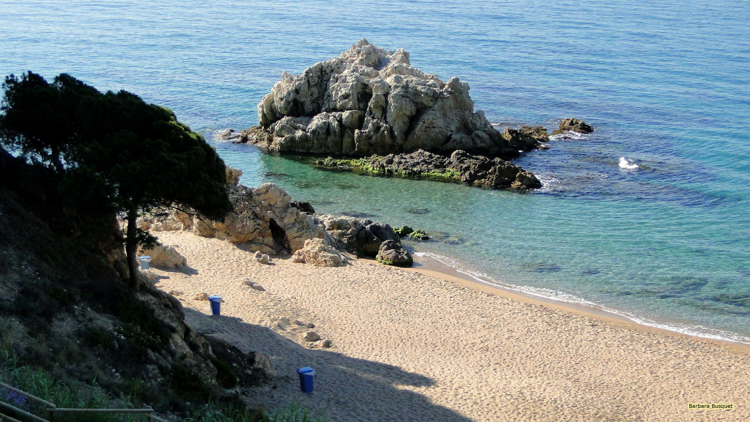 Res: 2560x1440, Quiet sand beach in Spain. Wallpaper ...