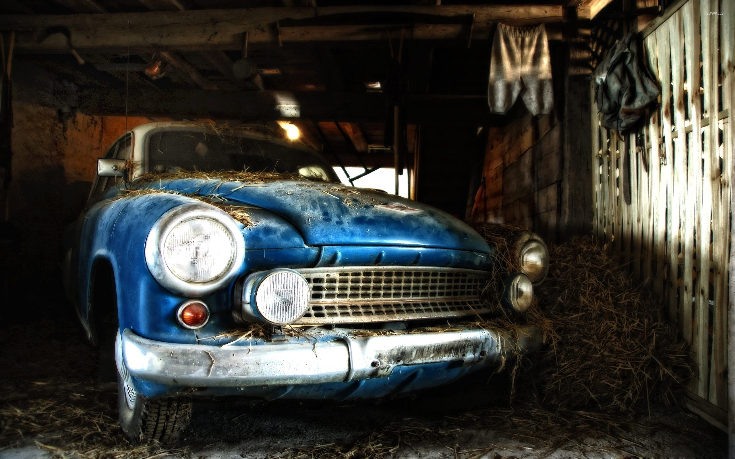 Res: 2560x1600, Old car in barn wallpaper