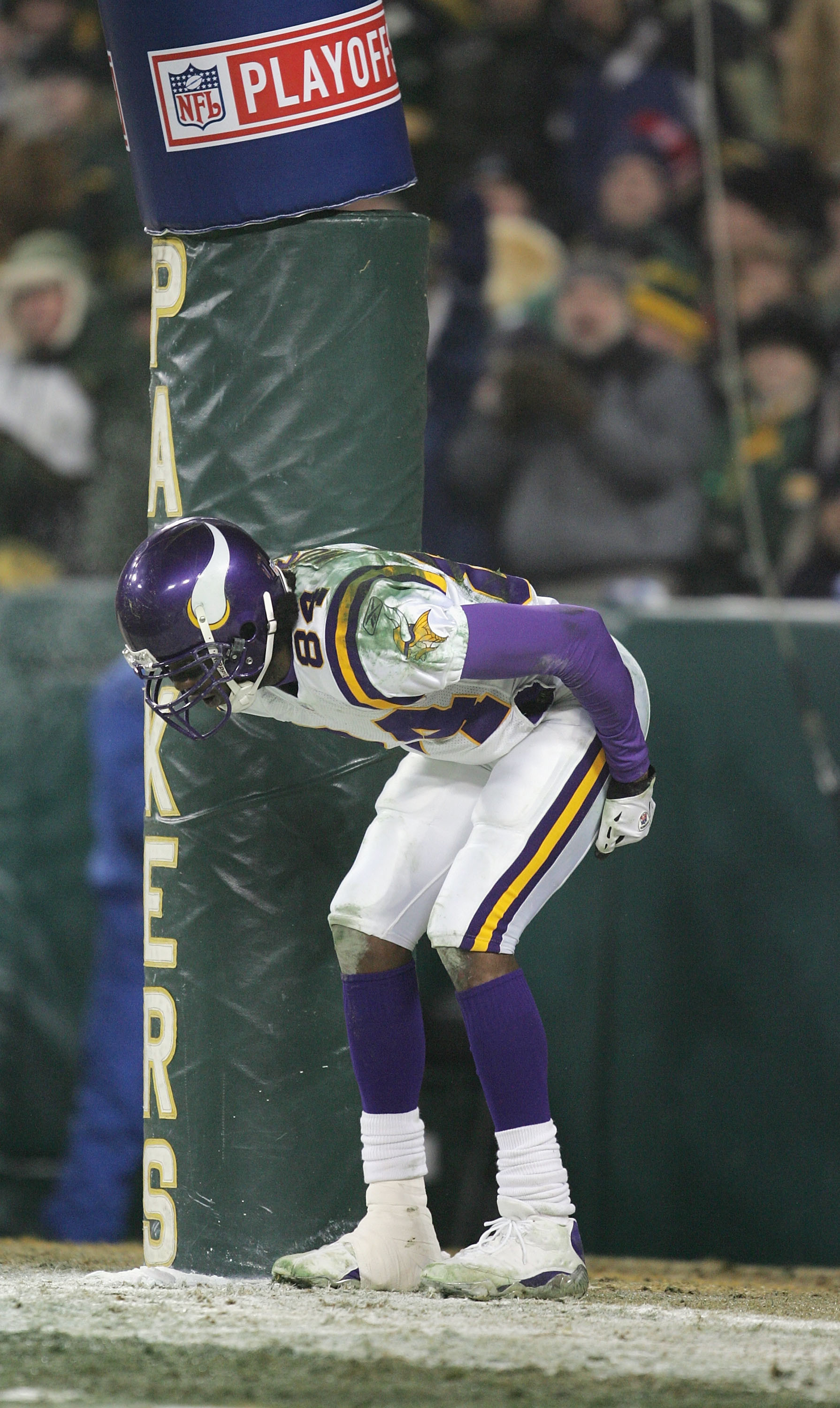 Res: 1790x3000, GREEN BAY, WI - JANUARY 9: Wide receiver Randy Moss #84 of the