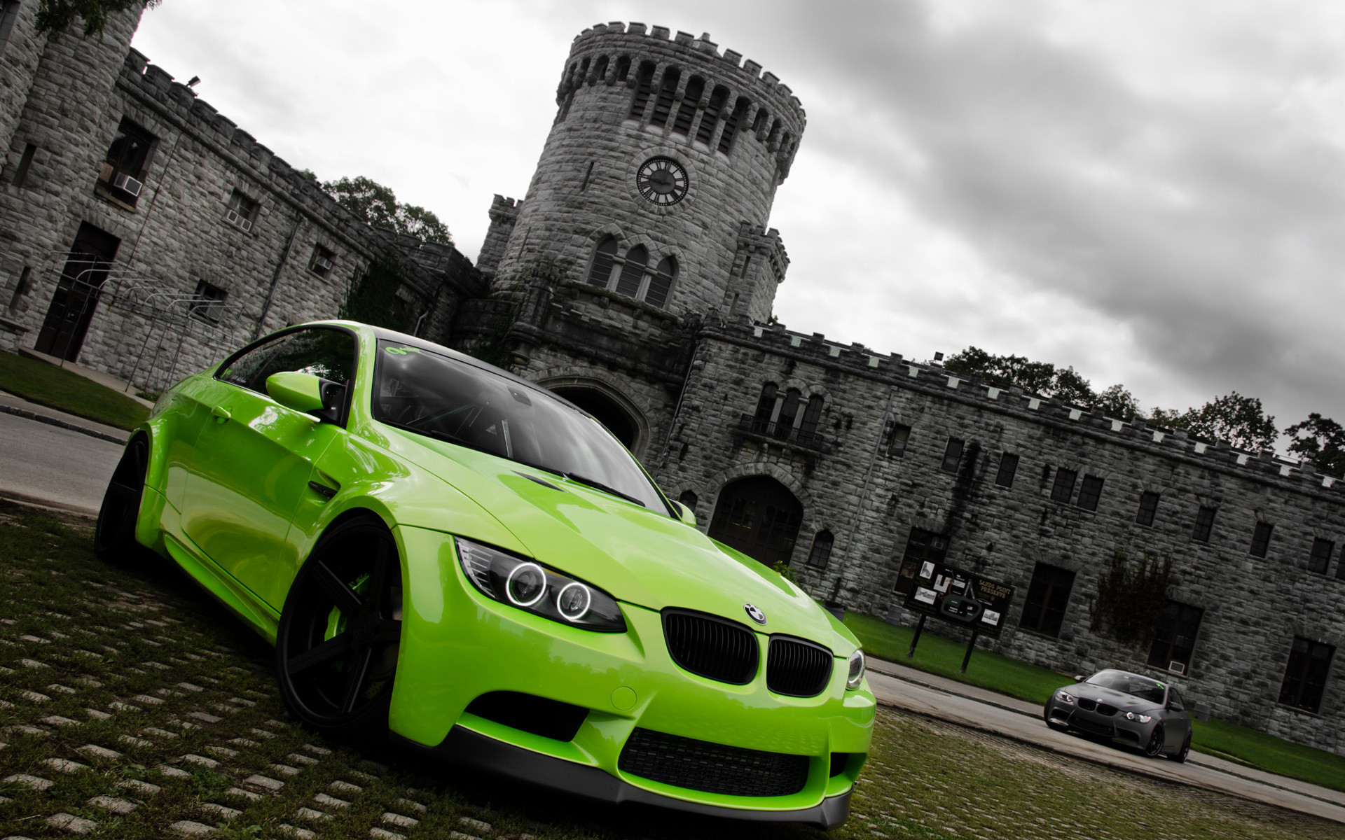Res: 1920x1200, Green BMW M3