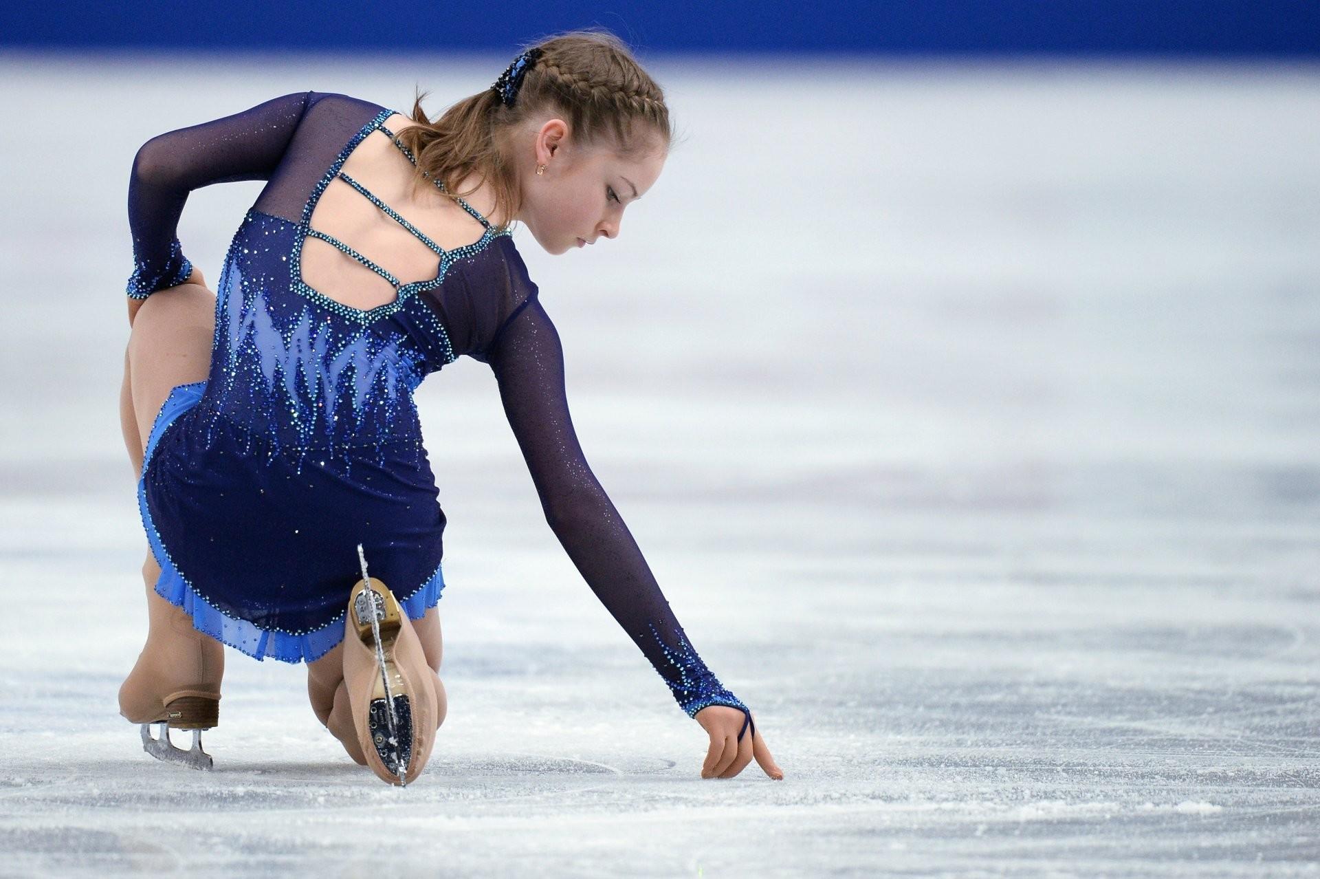 Res: 1920x1278, julia lipnitskaya skater figure skating
