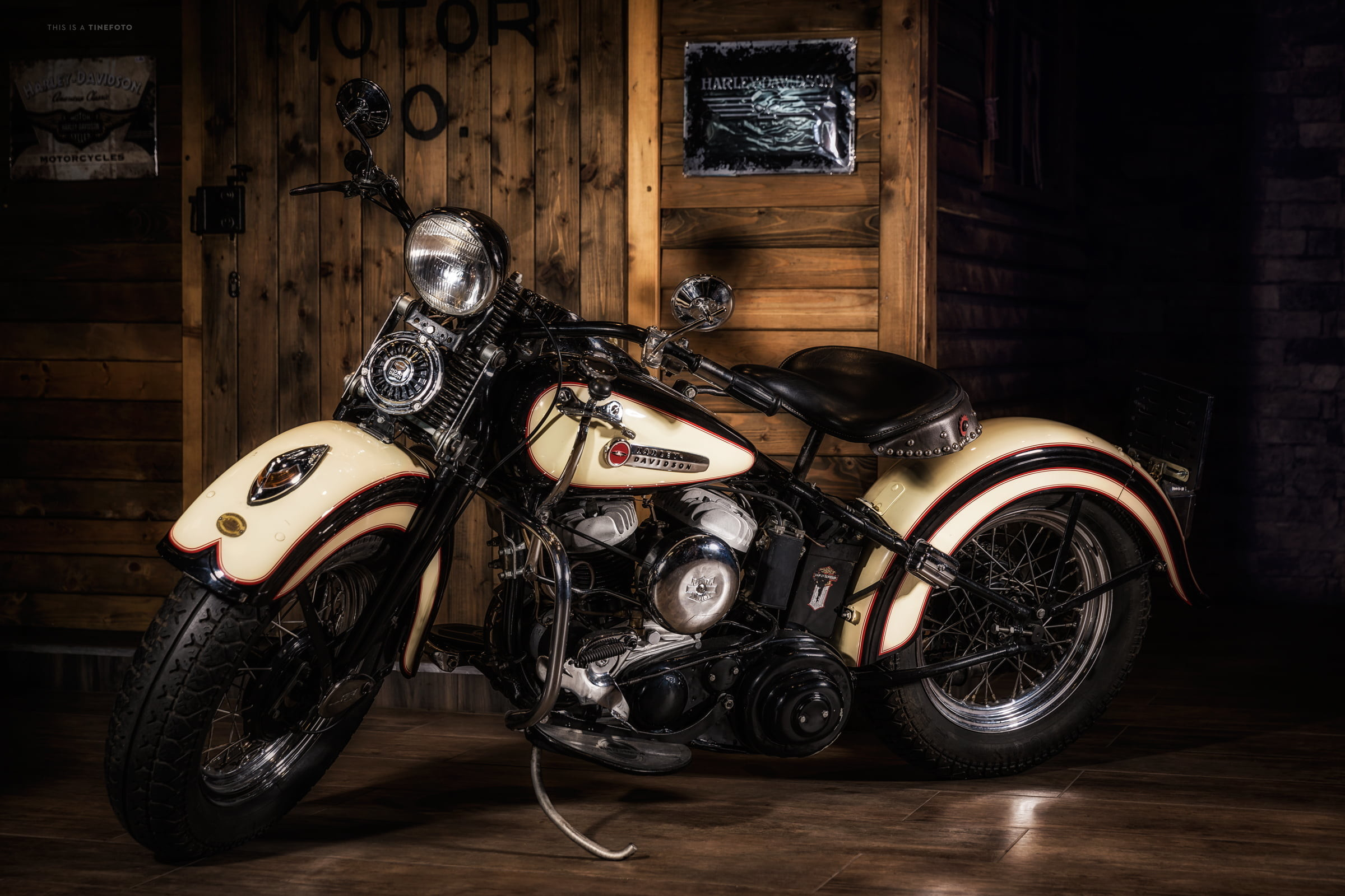 Res: 2400x1600, white and black vintage motorcycle HD wallpaper