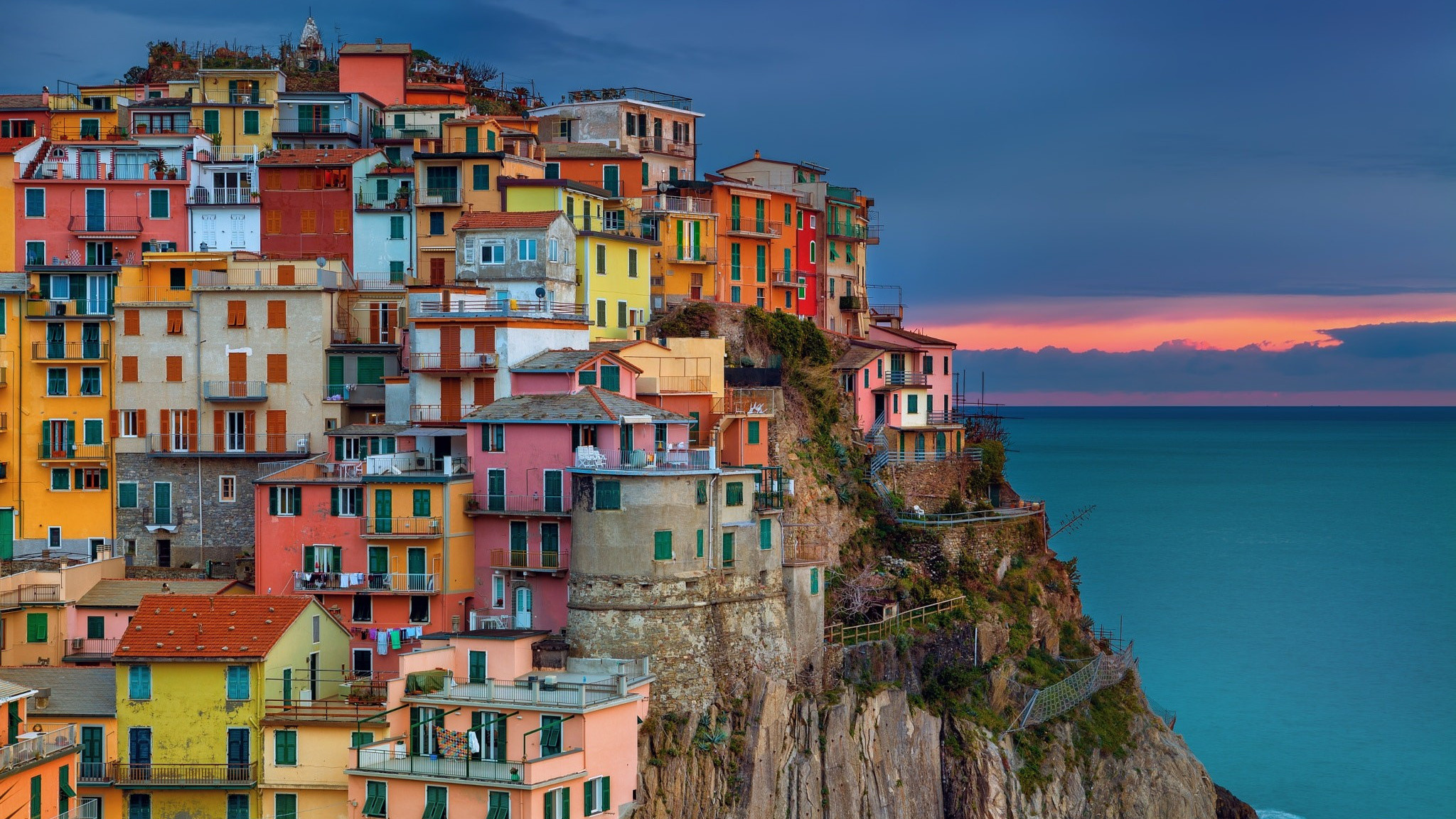 Res: 2048x1152,  wallpaper Mediterranean bay town, apartments